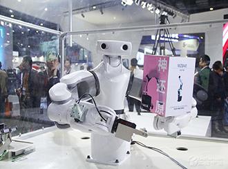 NACHI雙臂人形機器人亮相2015上海工博會