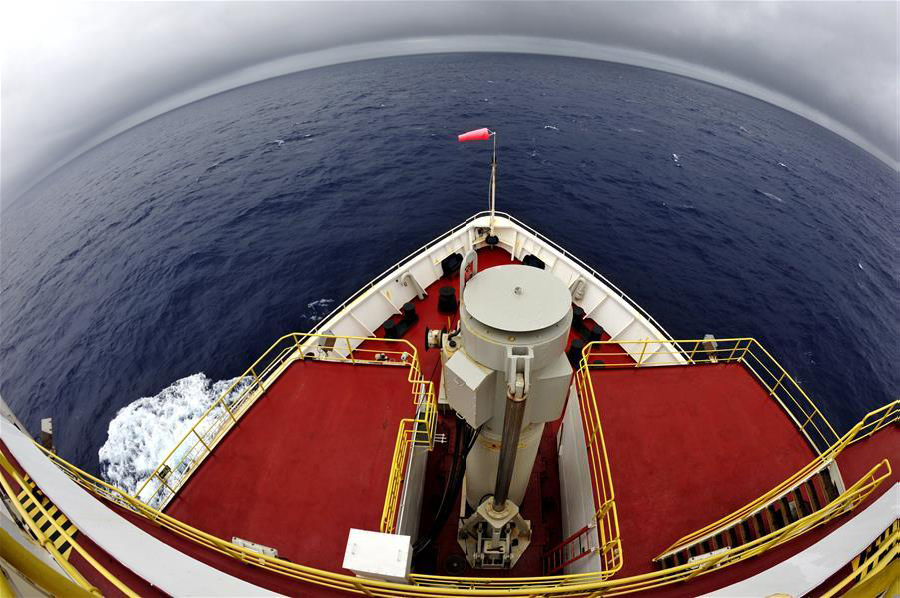 """""""决心""""号钻探船抵达西南印度洋中脊目标海域"""