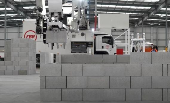 Hadrian X砌砖机器人的效率已达每小时200块