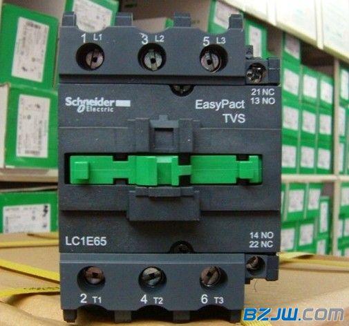 从而将电动机控制电路断开实现电动机断电热继电器